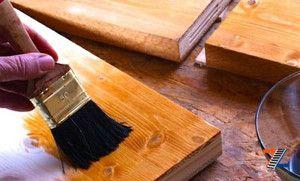 Обработка морилкой защищает древесину и дарит насыщенность