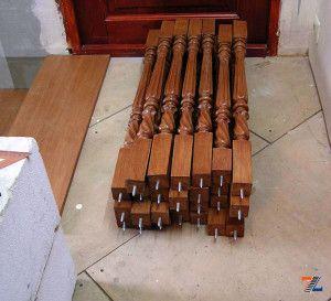 Подготовленные стойки с вклеенными шурупами