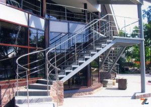 Изысканная уличная поворотная лестница