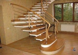 Деревянные ступени на металлическом основании: разные подходы к очистке