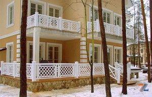 Стильные ограждения балкона