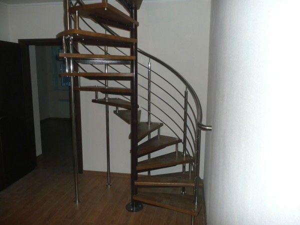 Винтовая лестница из профильной трубы