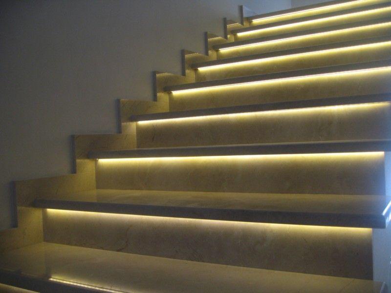 Освещение ступеней внутренних и наружных лестниц