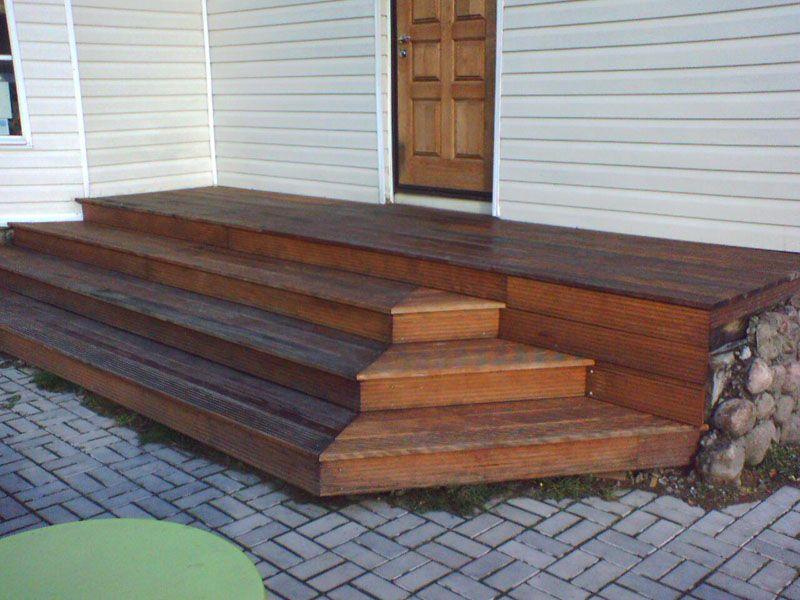 Строительство деревянных ступеней на веранду