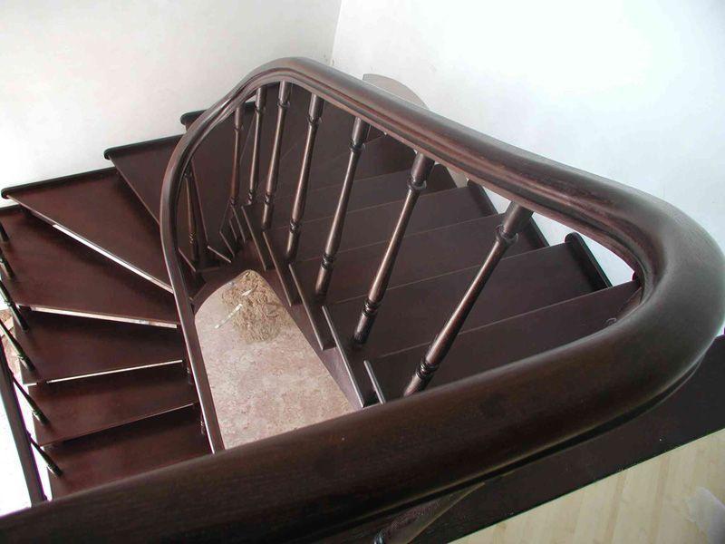 Забежные ступени в разных конструкциях лестниц