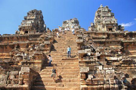 Самая крутая лестница — в храме Ангкор-Ват в Камбоджи