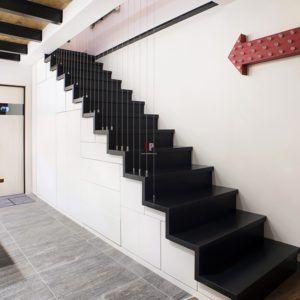 Лестница с секцией для хранения