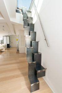 Оригинальный дизайн лестницы в стиле лофт