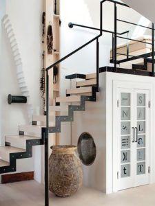 Душевая под лестницей
