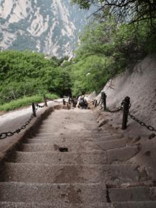 лестницы в горах китая фото