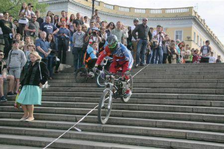 Велосипедист на Потёмкинской лестнице