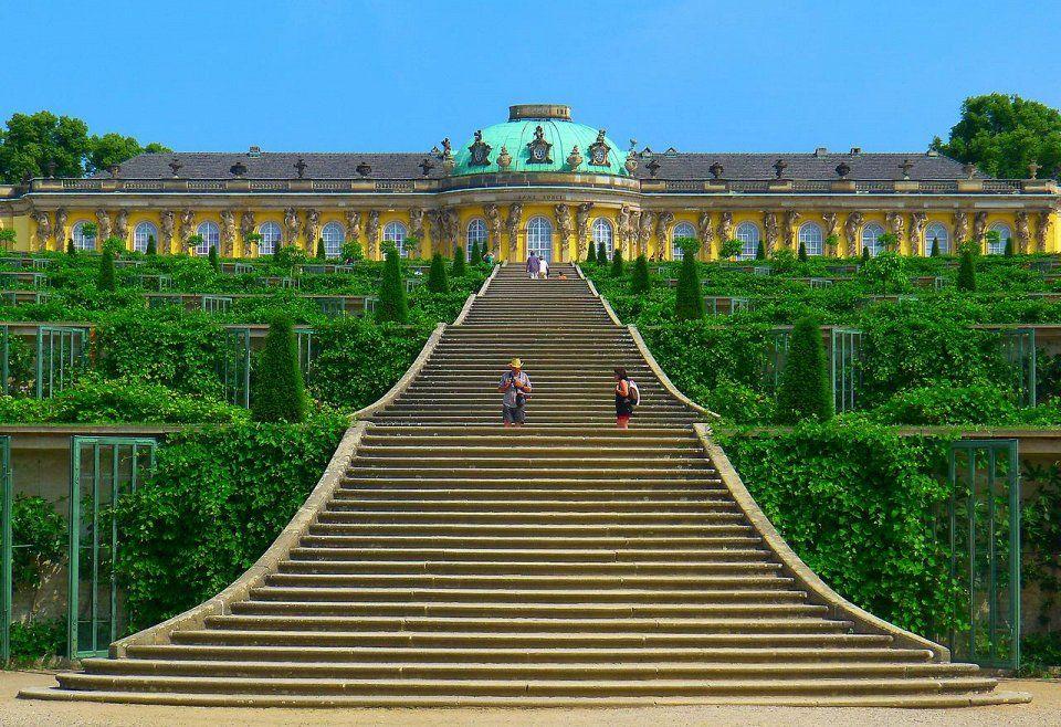 Лестница дворцово-паркового комплекса Сан-Суси