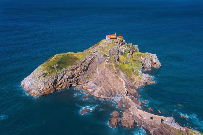Лестница на острове Сан-Хуан-де-Гастелугаче в Испании