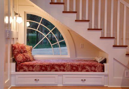 Гостевое спальное место под лестницей