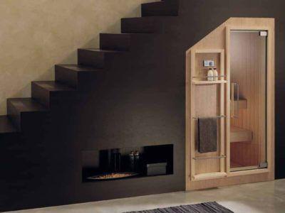 Мини-сауна под лестницей