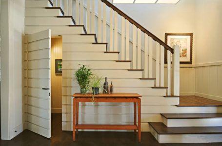 Маленькая комнатка под лестницей