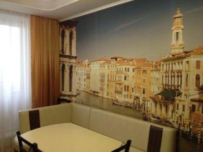 Оформление стены на кухне фотообоями