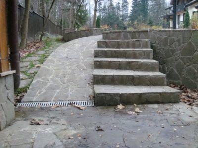 каменная лестница на участке