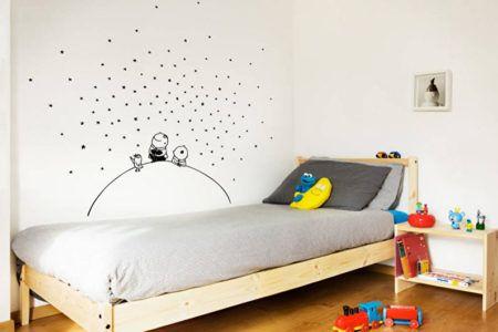 Оригинальное оформление стены в детской комнате для мальчика