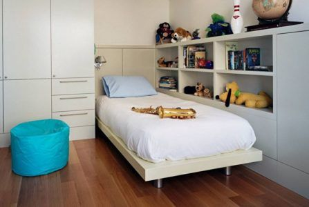 Встроенная мебель в интерьере детской комнаты