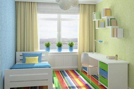 Дизайн детской комнаты с ярким полосатым ковром