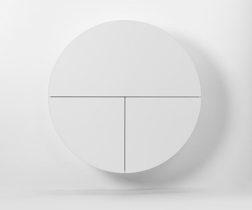 Белый настенный шкафчик