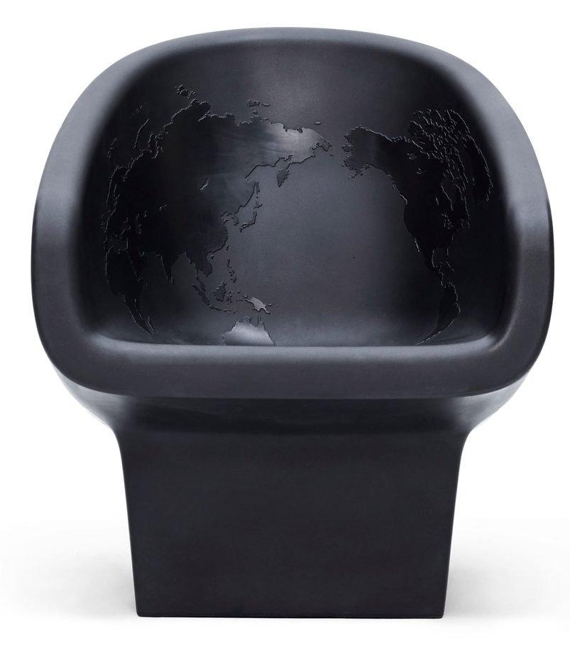 Карта мира внутри кресла-черепа