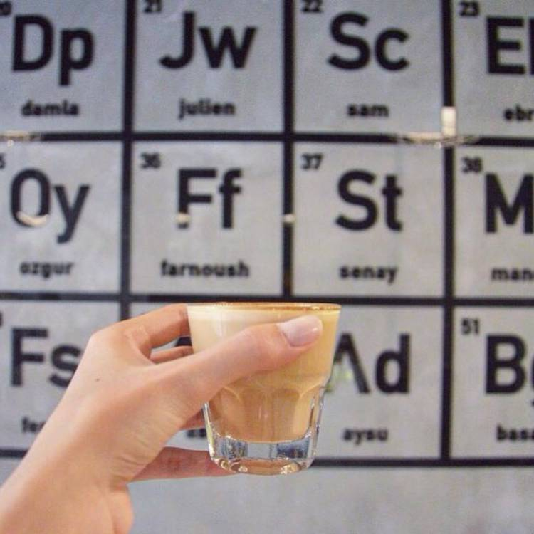 Напиток на фоне таблицы Менделеева