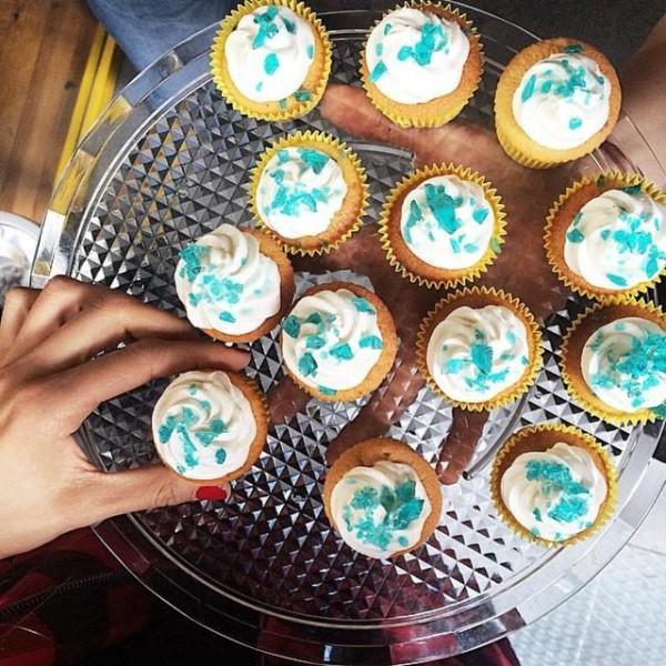 Пирожные в кофейне
