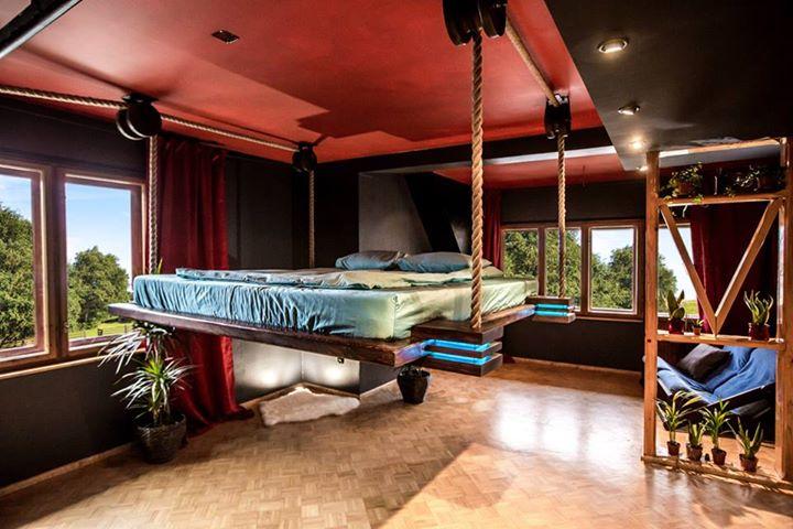 Подвесная кровать от Wiktor Jażwiec