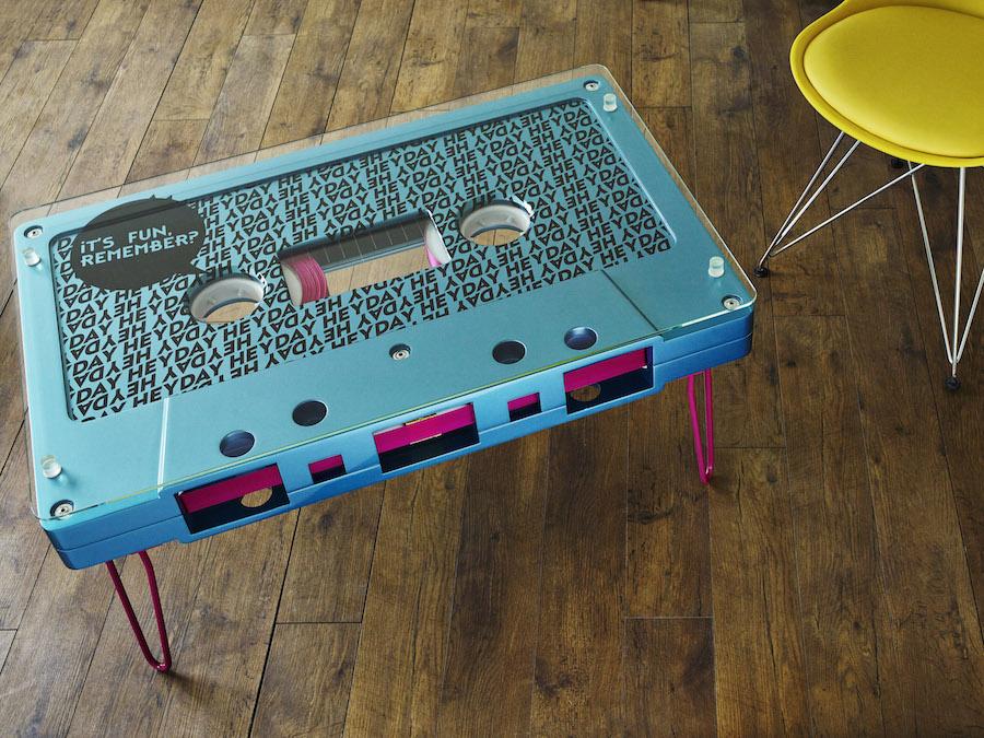 Синий столик в виде кассеты