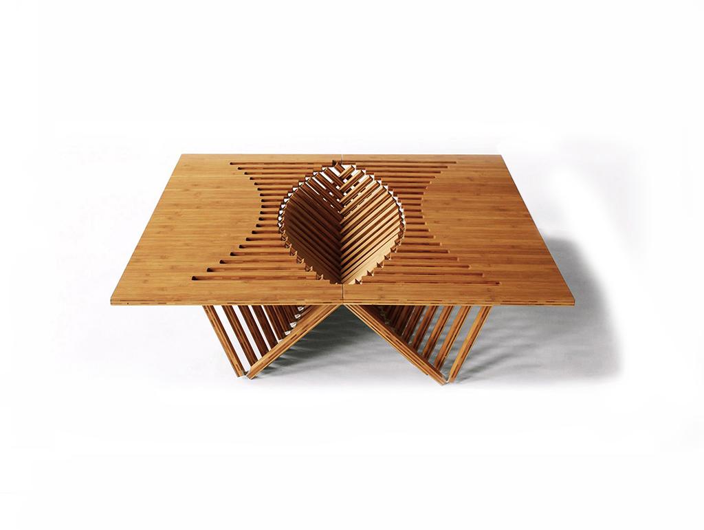 Складной стол разложенный