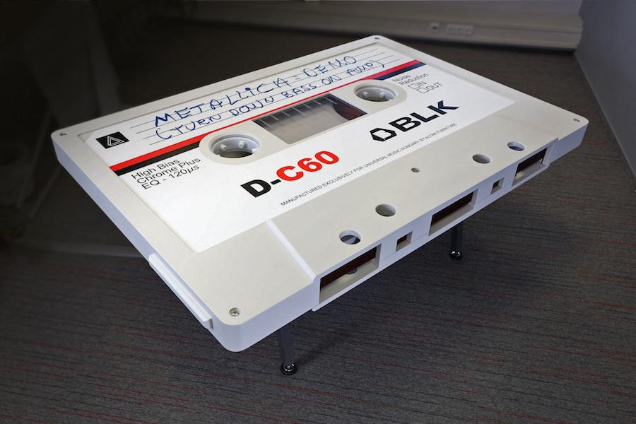 Столик в виде кассеты Metallica