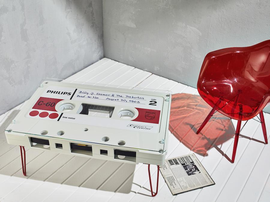 Столик в виде кассеты Philips