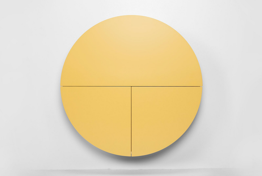 Желтый круглый шкафчик