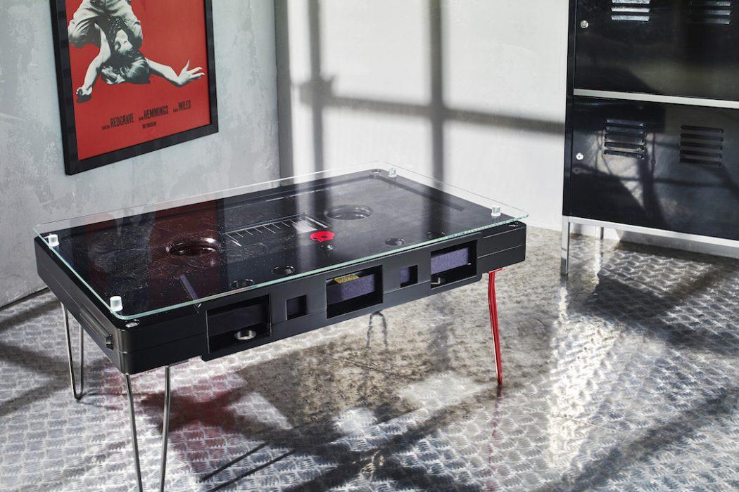 Журнальный столик в виде кассеты
