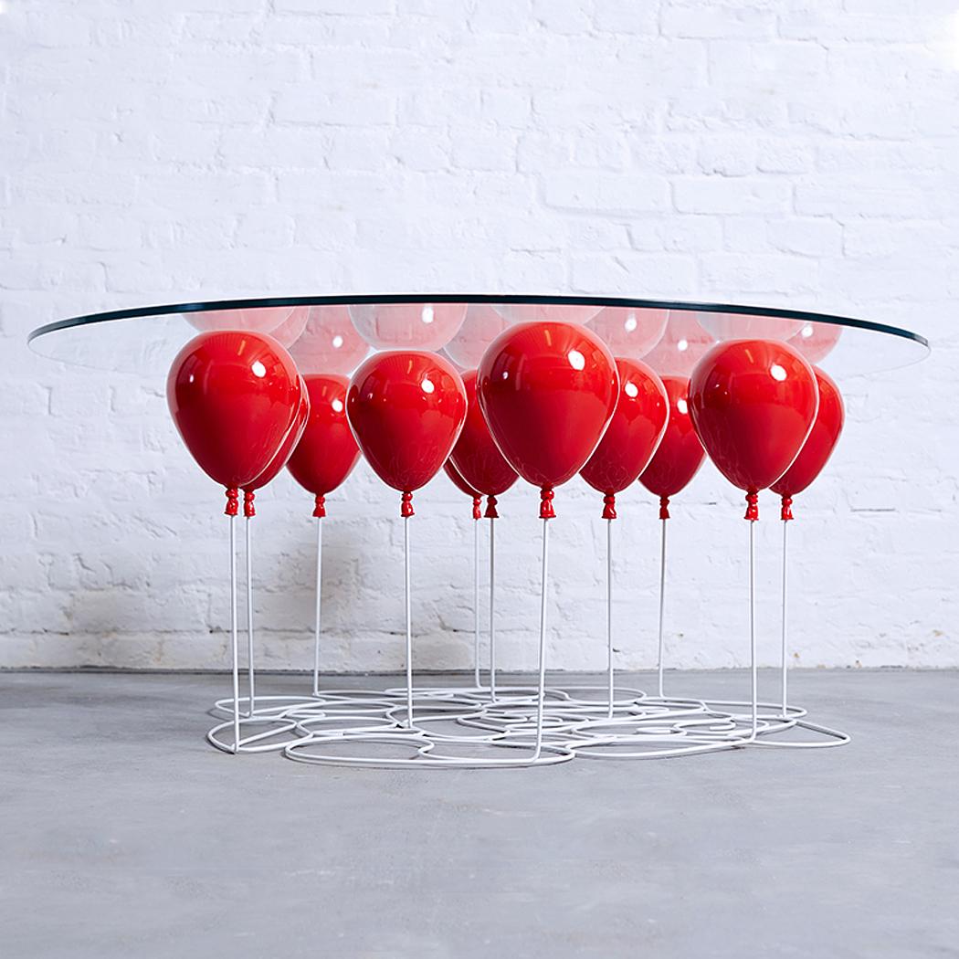 Журнальный столик на воздушных шариках