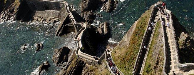 Лестница над морем в Испании