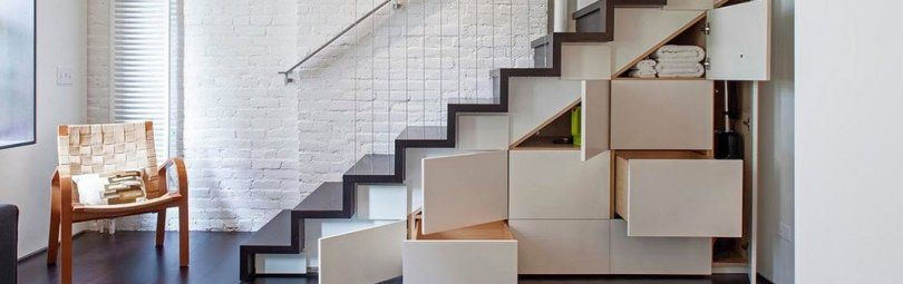 Функциональное и декоративное оформление пространства под лестницей