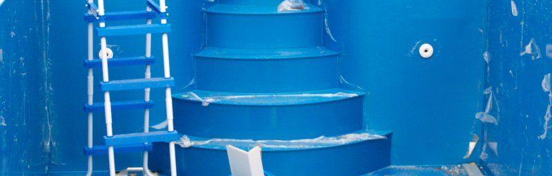 Римская или наружная? Лестницы для вашего бассейна
