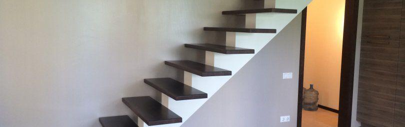 На чем держится лестница?