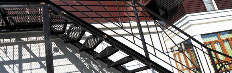 Лучший материал уличной лестницы — металл