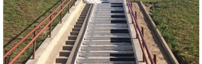 лестница фортепиано