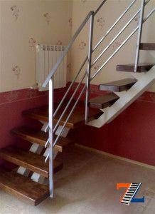Очень компактная, расположенная в углу лестница