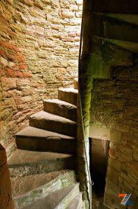Каменная спираль в толще замковой стены