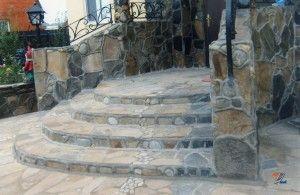 Самодельная лестница с полукруглыми ступеньками