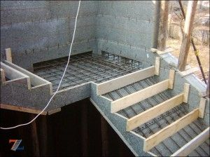 Закладка бетонной лестницы