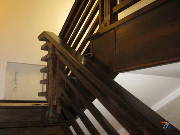 Перила на лестницу из дерева