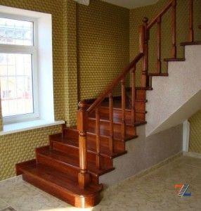 Установка ограждения лестницы из дерева