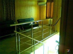 Никелированные ограждения лестниц в стиле хай-тек